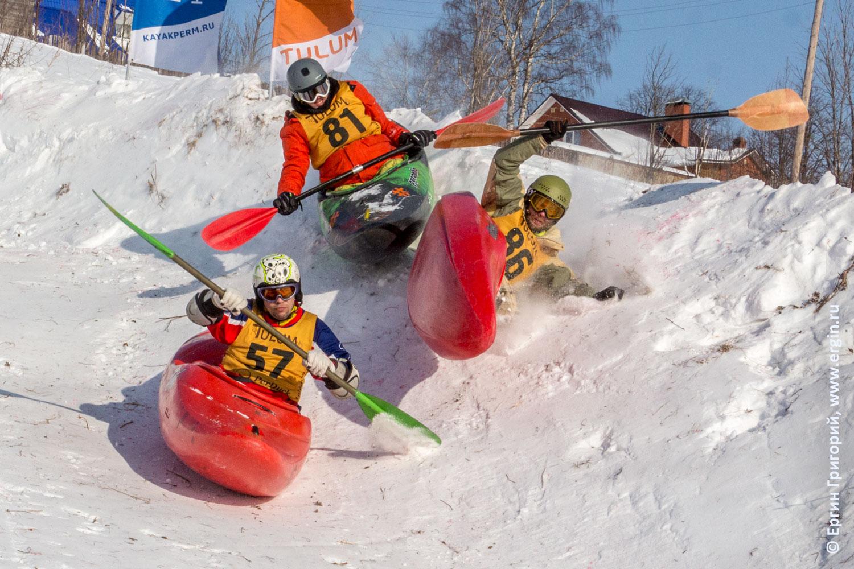 Соревнования по сноукаякингу каяк перевернулся на снегу