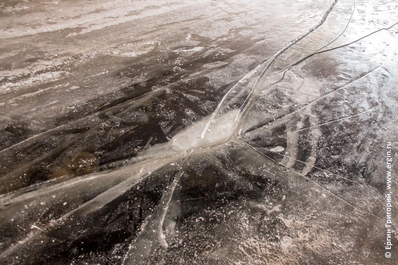 Санкт-Петербург лед трещина под Зимним мостом