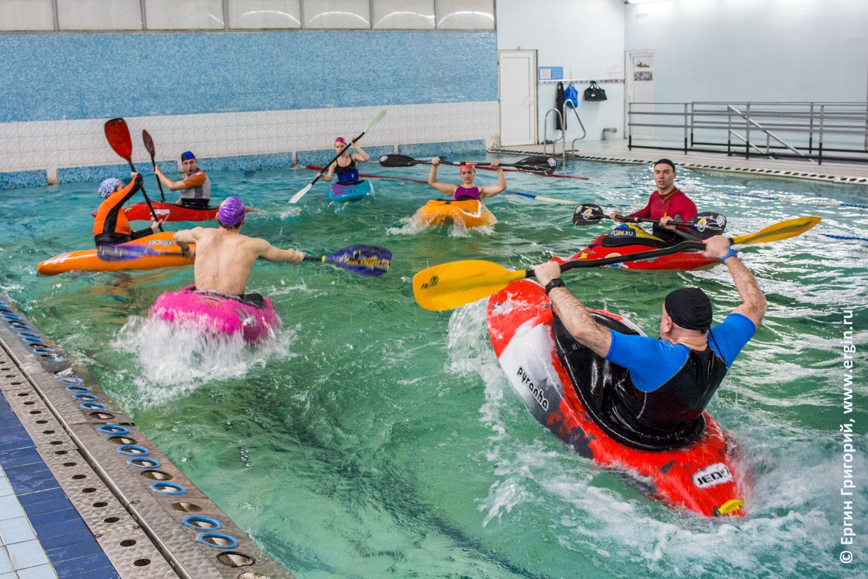 Фристайл-каякинг обучение в бассейне на каяках