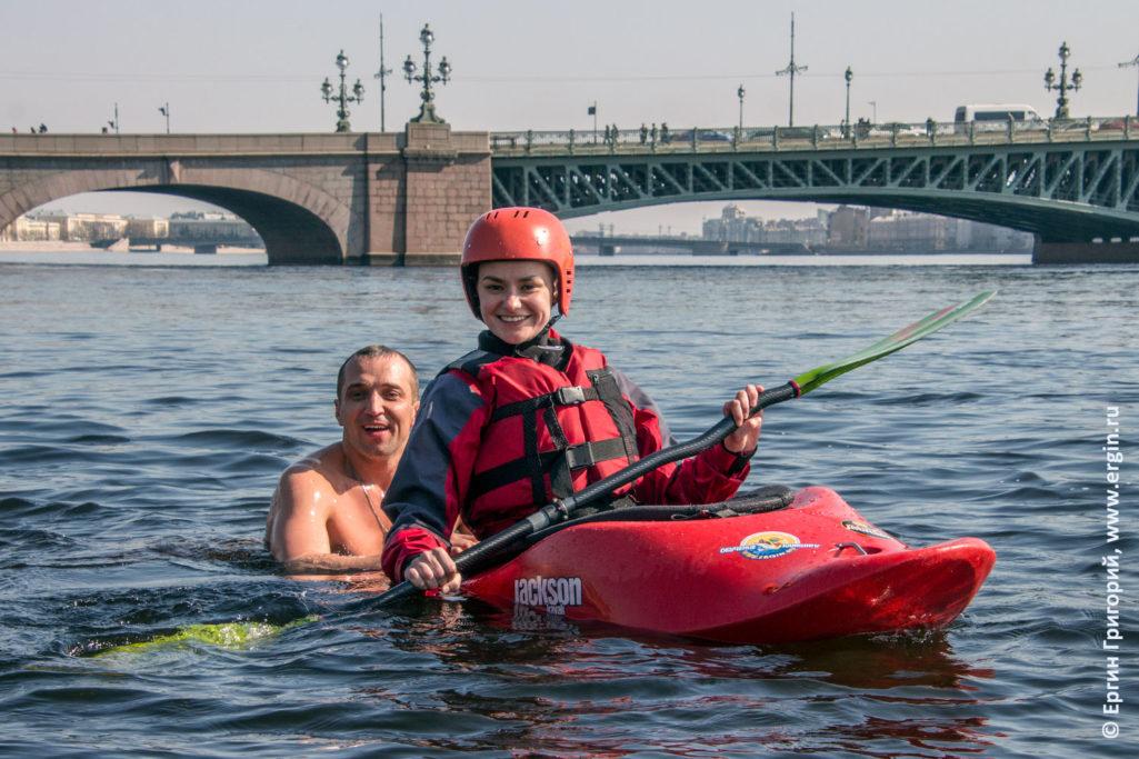 Каякинг и Моржевание в Санкт-Петербурге на Неве весной за здоровый образ жизни
