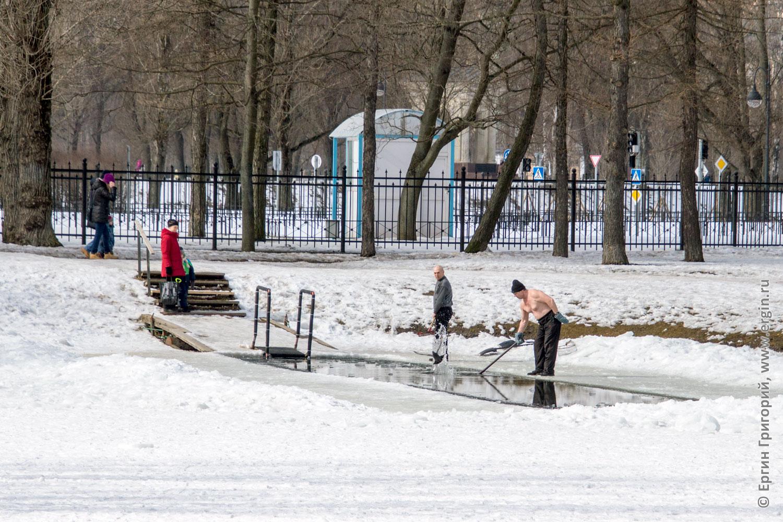 Тестовые съемки на  Tamron B028 прорубь в Московском парке Победы