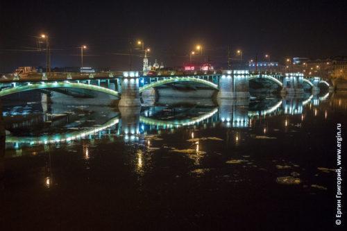 Лед у Биржевого моста на реке Неве ночь Санкт-Петербург