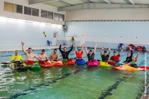 Тренировки занятия по каякингу в бассейне Санкт-Петербург эскимосский переворот и обучение гребле