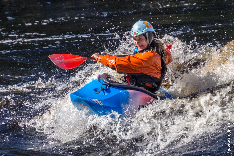 Тренировки по фристайлу на бурной воде в Лиексе Обучение каякингу