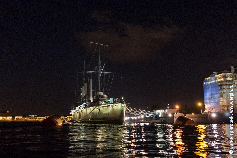 Крейсер Аврора ночью в Санкт-Петербурге на Большой Невке вид с кормы