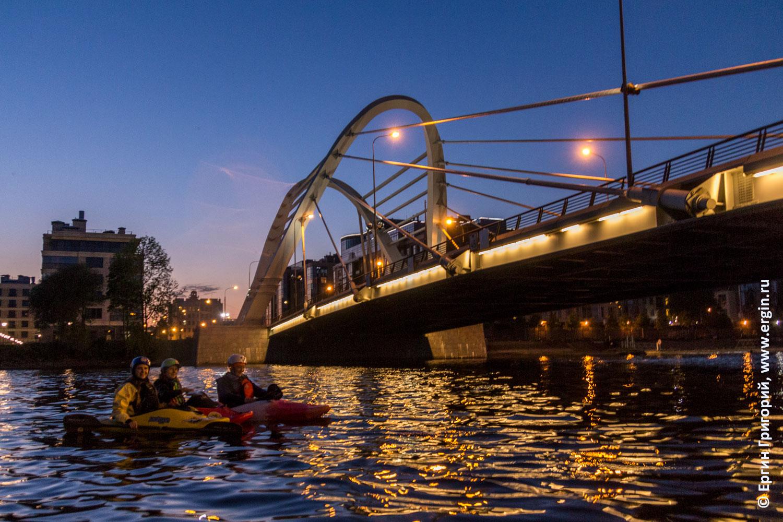 Питер каякеры у Лазаревского моста