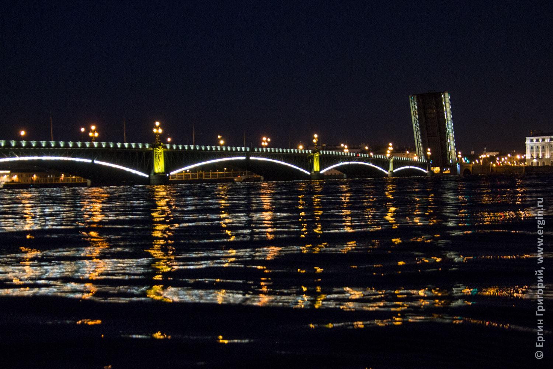 Мост Литейный разведен в СПб над Невой