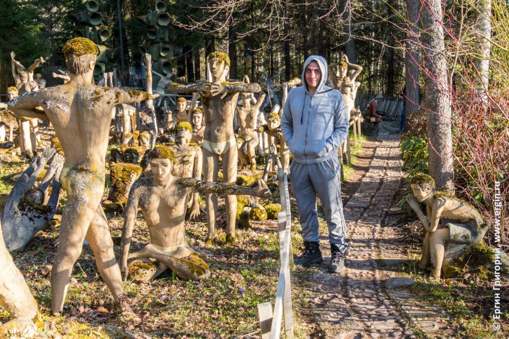 Статуи в Патсаспуйсто Patsaspuisto занимаются йогой
