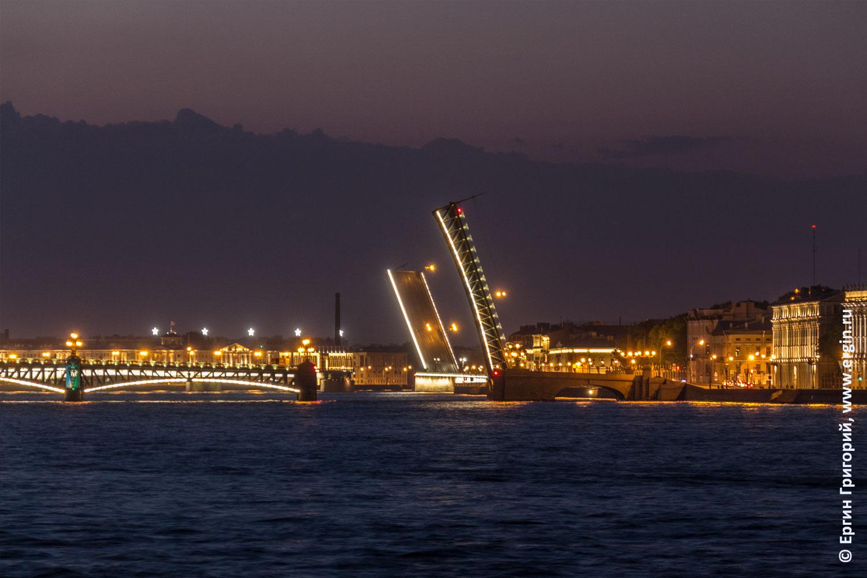 Разведенные мосты в Санкт-Петербурге Троицкий и Литейный на Неве