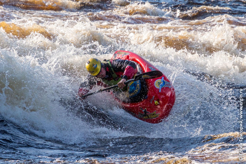 Фристайл-каякинг на бурной воде в Нейтикоски Лиекса
