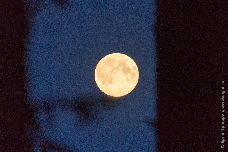 Луна полная Лиекса кемпинг Нейтикоски