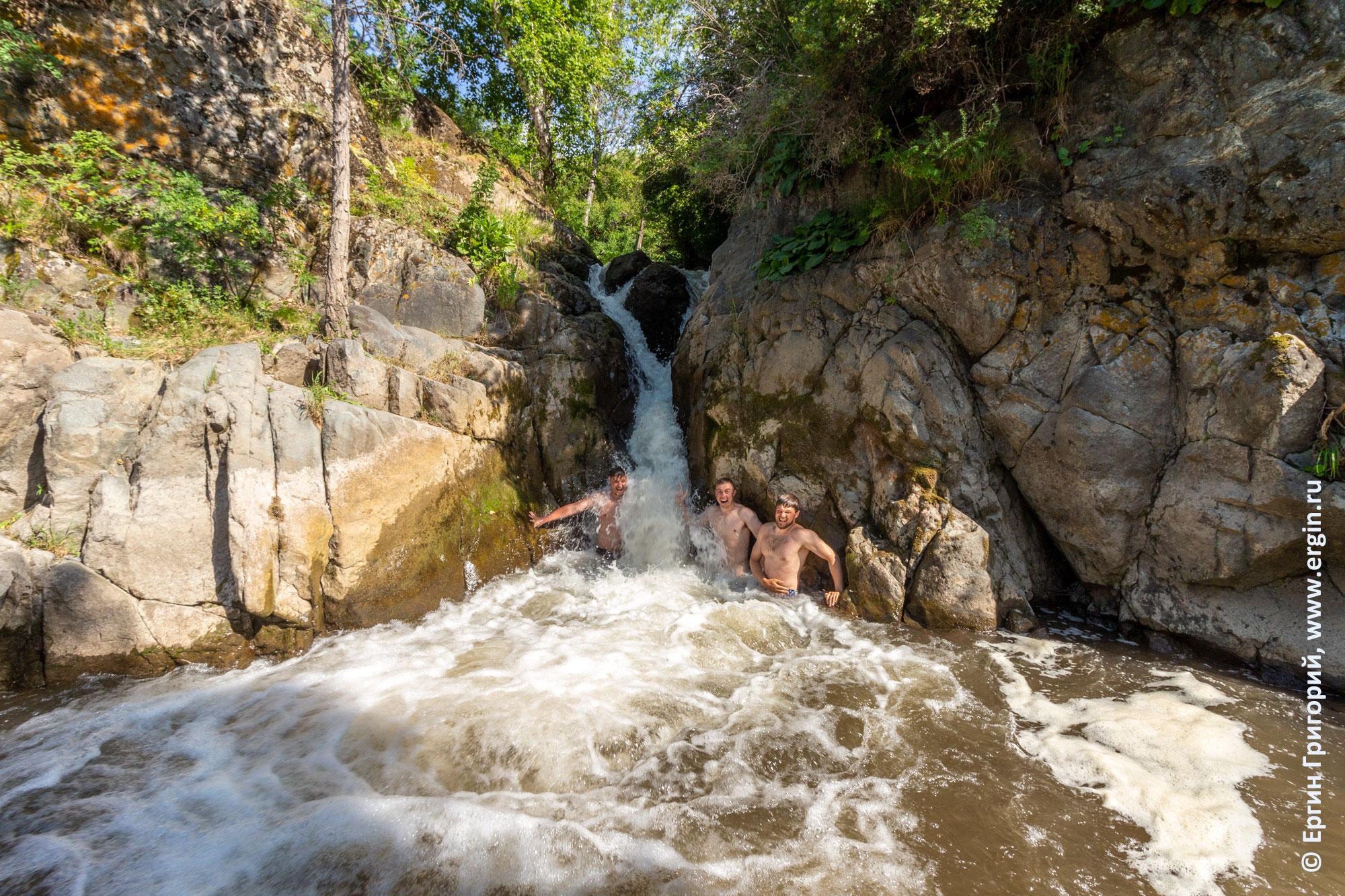 Река Каспа водопад впадает в Катунь на Алтае