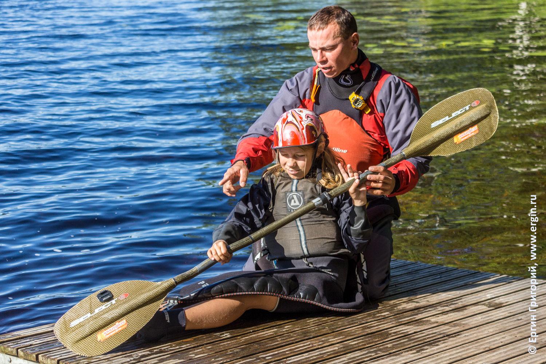 Тренировки по эскимосскому перевороту на каяке для детей