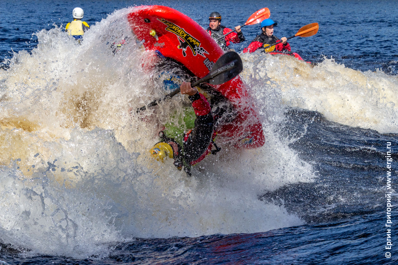 Фристайл каякинг на бурной воде в Лиексе