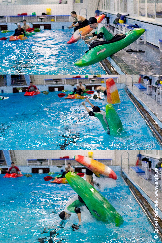На каяках в бассейне фристайл-каякинг прыжок сальто луп