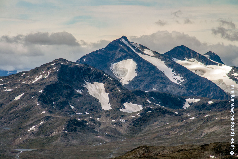 Горы в Норвегии настоящие со снежниками большие