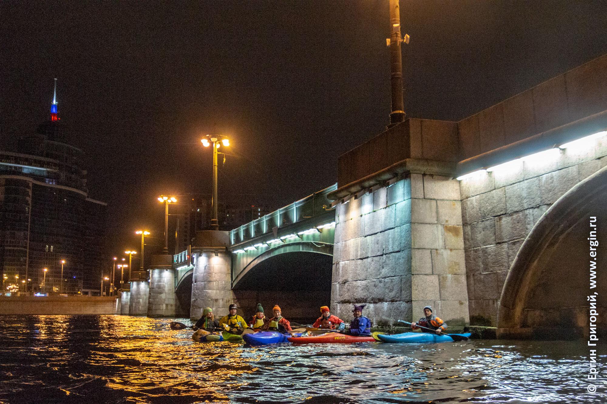 Каякеры на Неве возле Сампсониевского моста в Питере