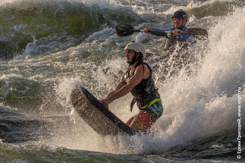 ривербоардинг Riverboarding на валу в Уганде и каякер Брен Ортон Bren Orton