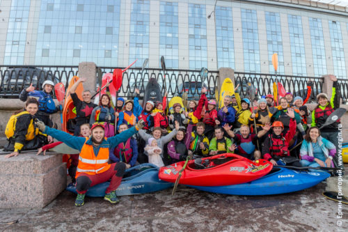 Санкт-Петербург участники водной прогулки на каяках по Питеру Санкт-Петербургу СПб