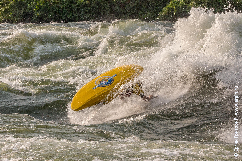 Бурная вода фристайл-каякинг Уганда Белый Нил эйр-скрю