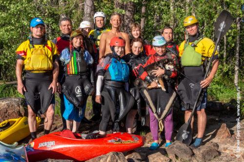 Участники сборов в Лиексе по фристайлу на бурной воде каякингу родео