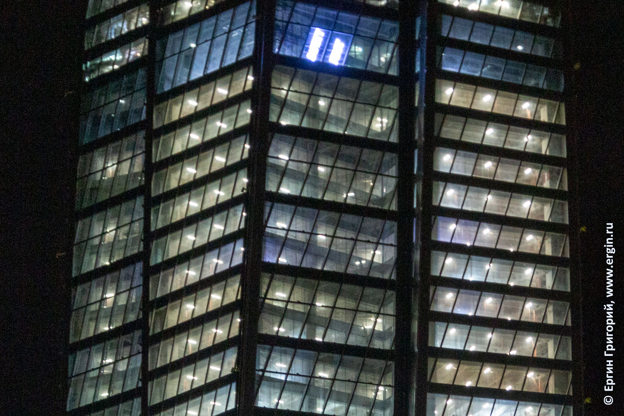 Светятся вблизи окна башни Газпрома