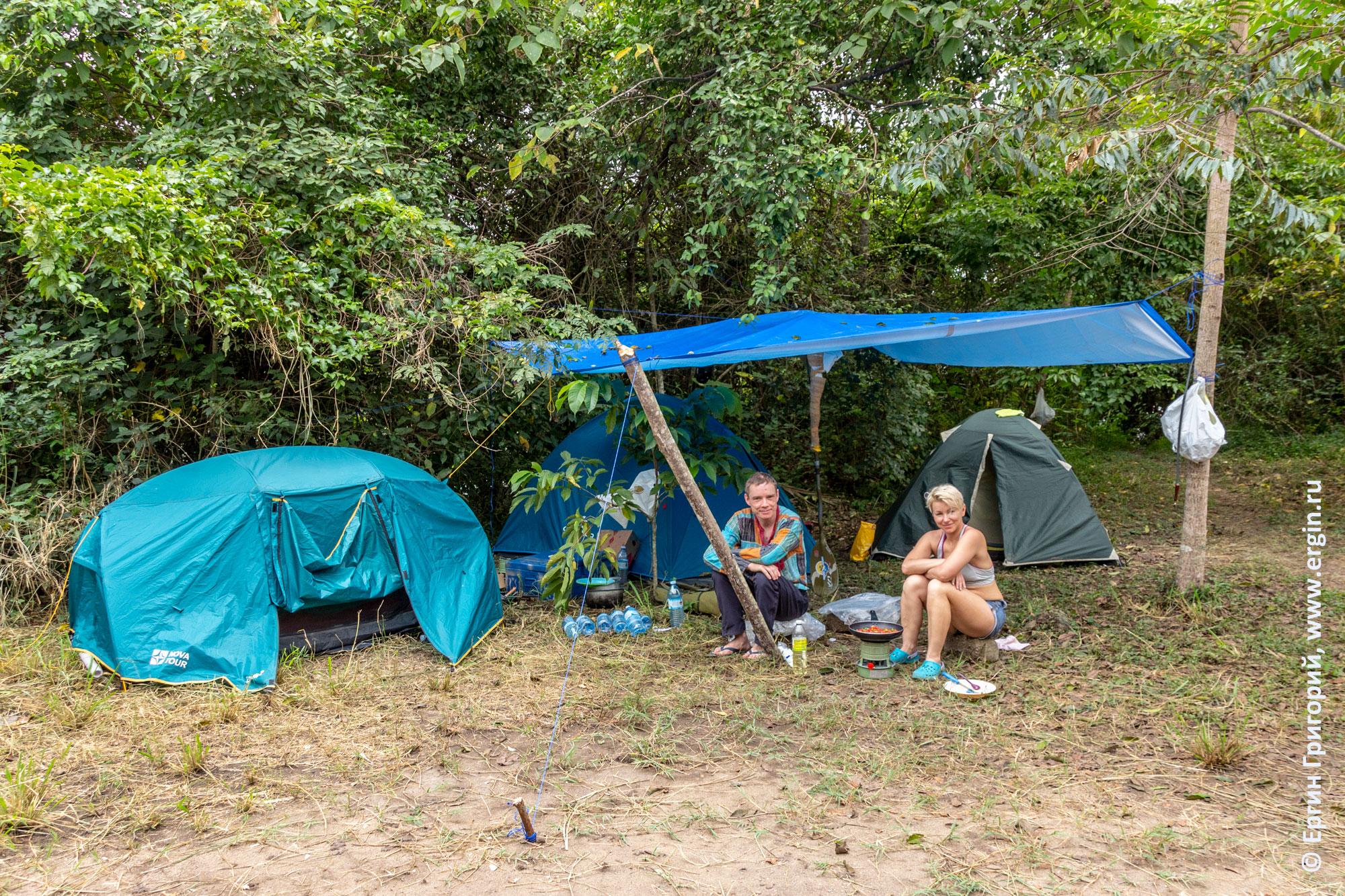Проживание в Уганде в Палатках в кемпинге Hairy Lemon на третьем острове