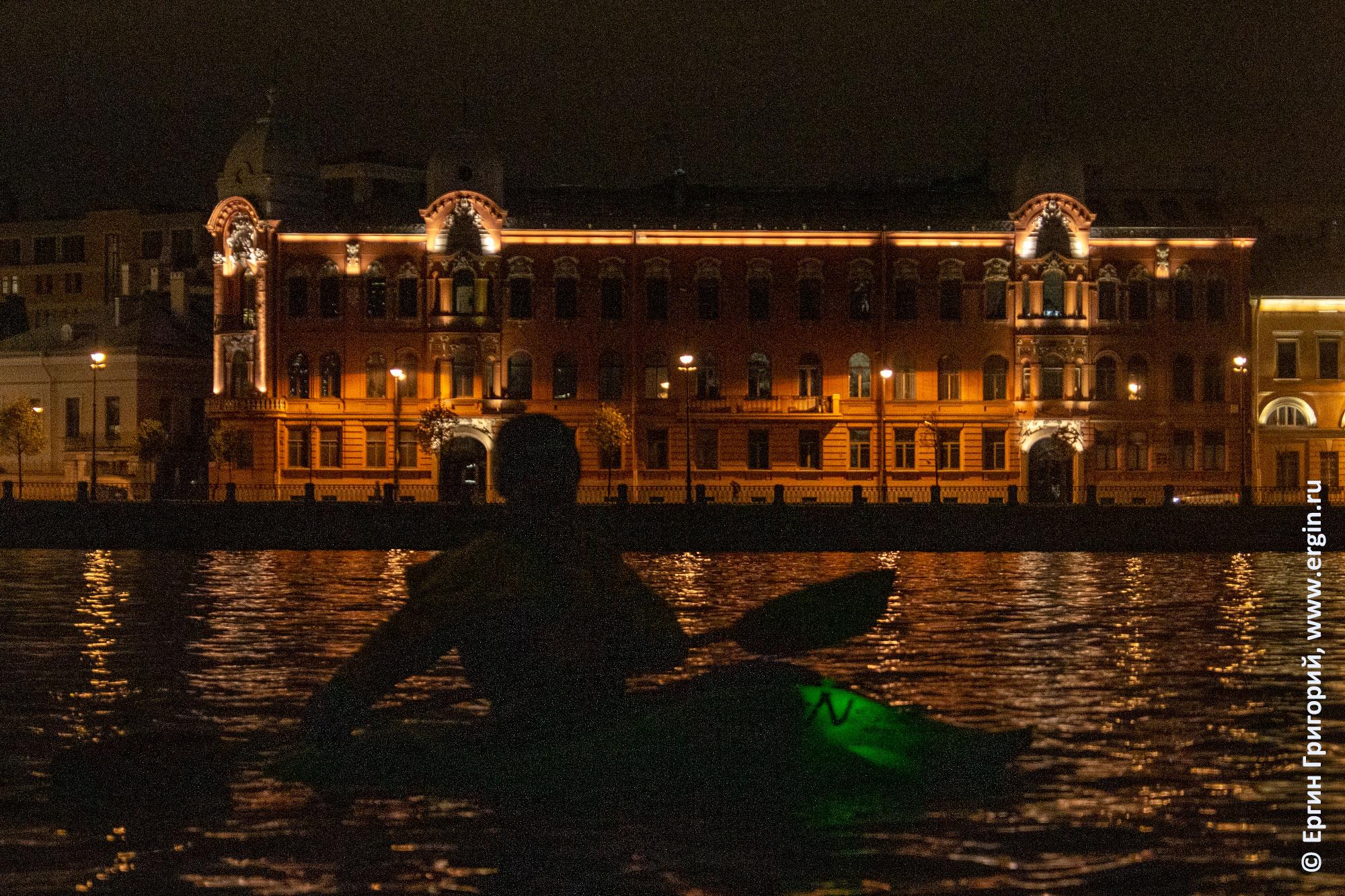 Подсветка каяка ночью фонарик