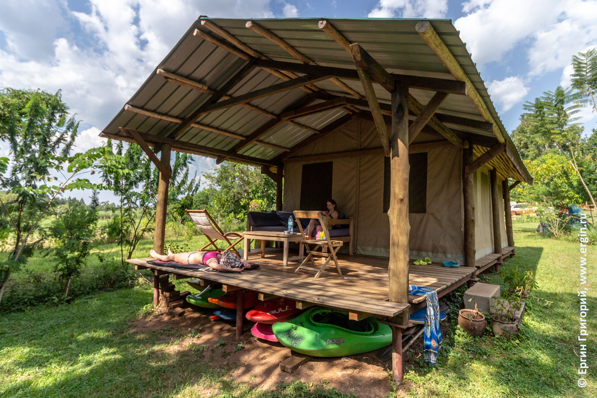 Веранда дома Дженни Фармер в Уганде