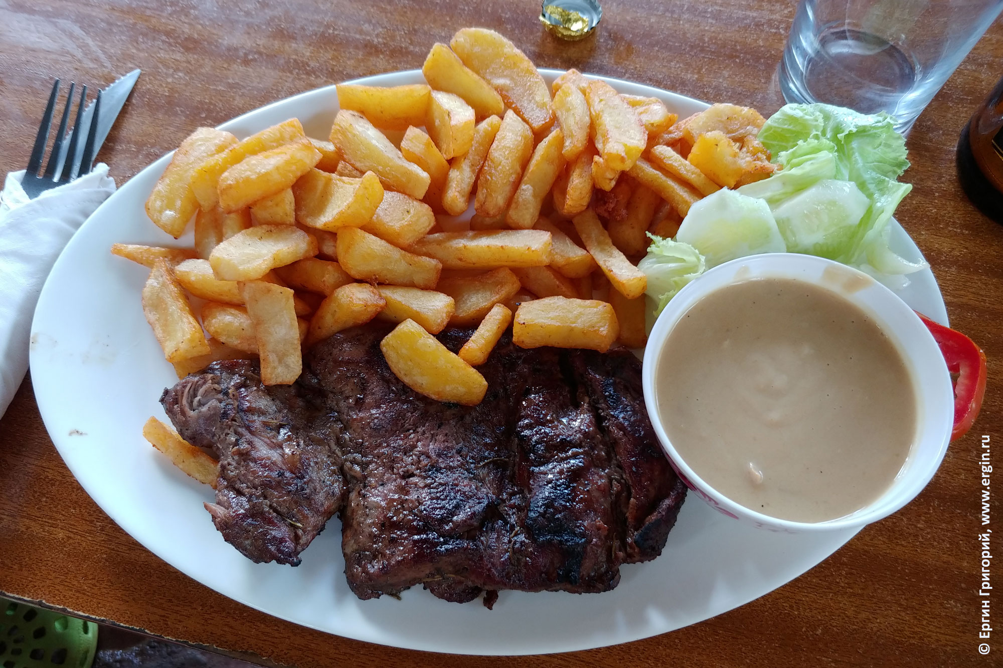Beef and chips говядина с мясом вкусная еда в Уганде