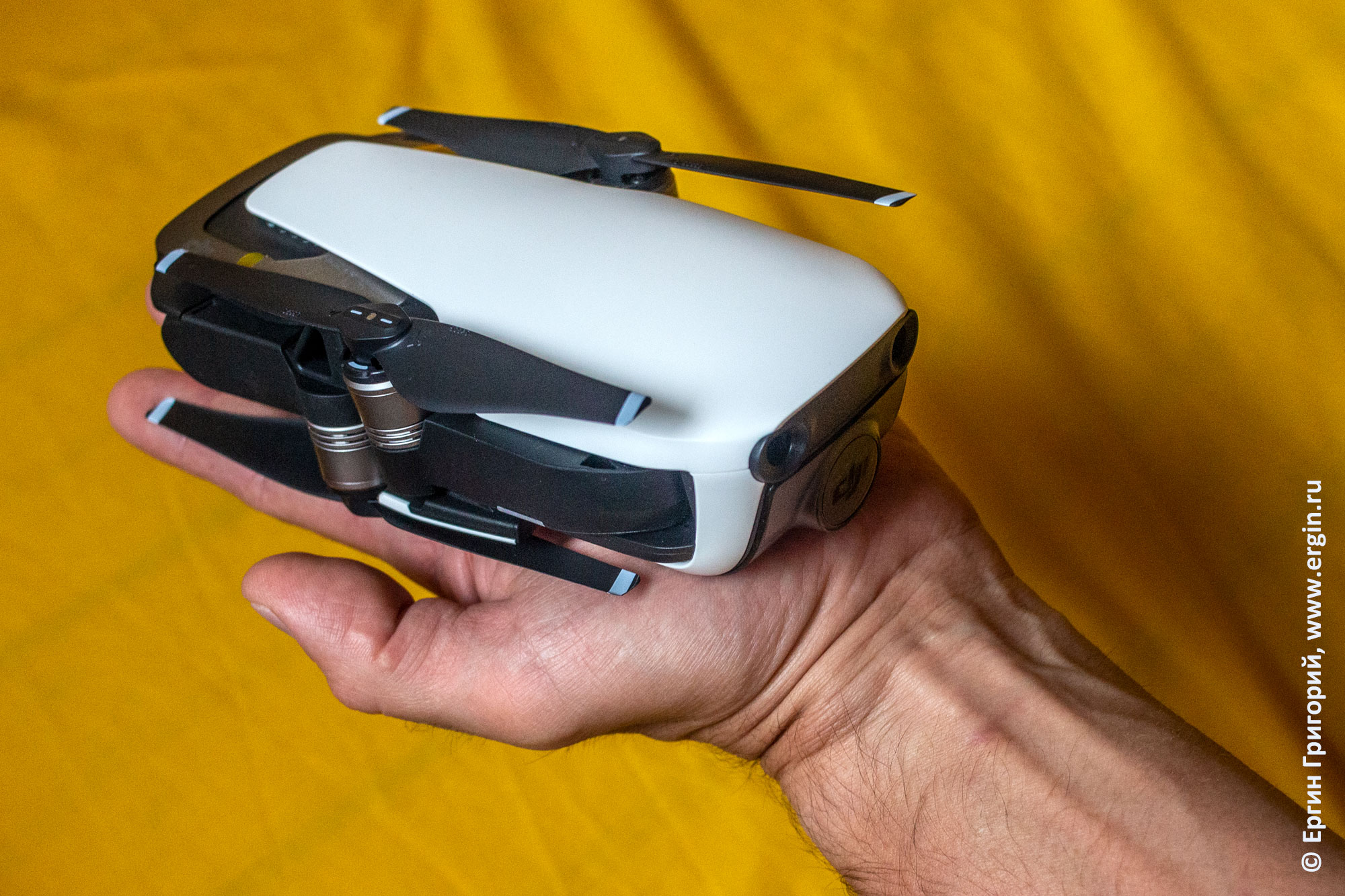 DJI Mavic Air компактный складной дрон на ладони