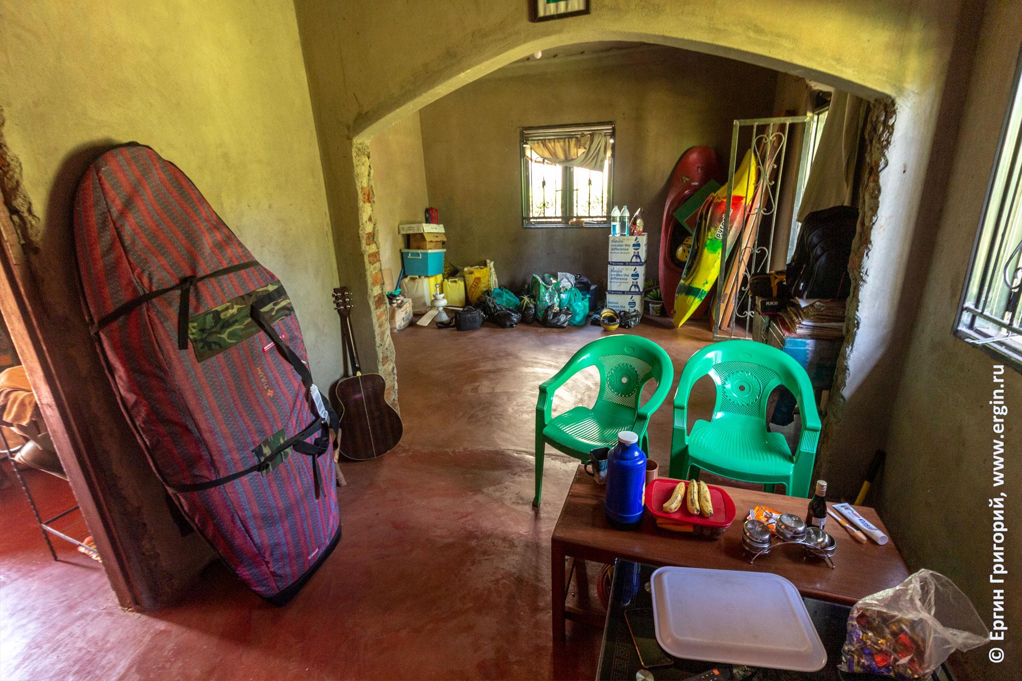 Дом Аниты изнутри Африка Уганда
