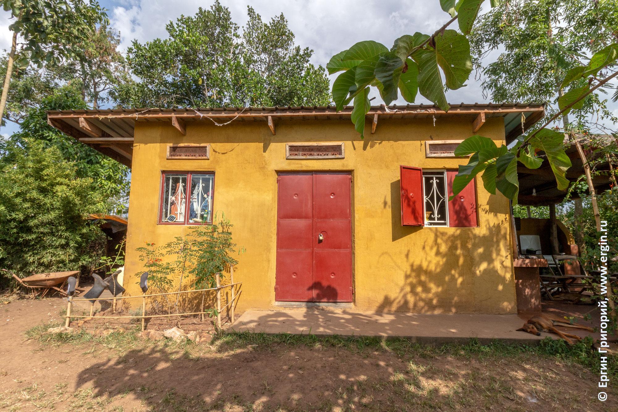 Уганда ферма Дженни Фармер основной дом фермы кладовая