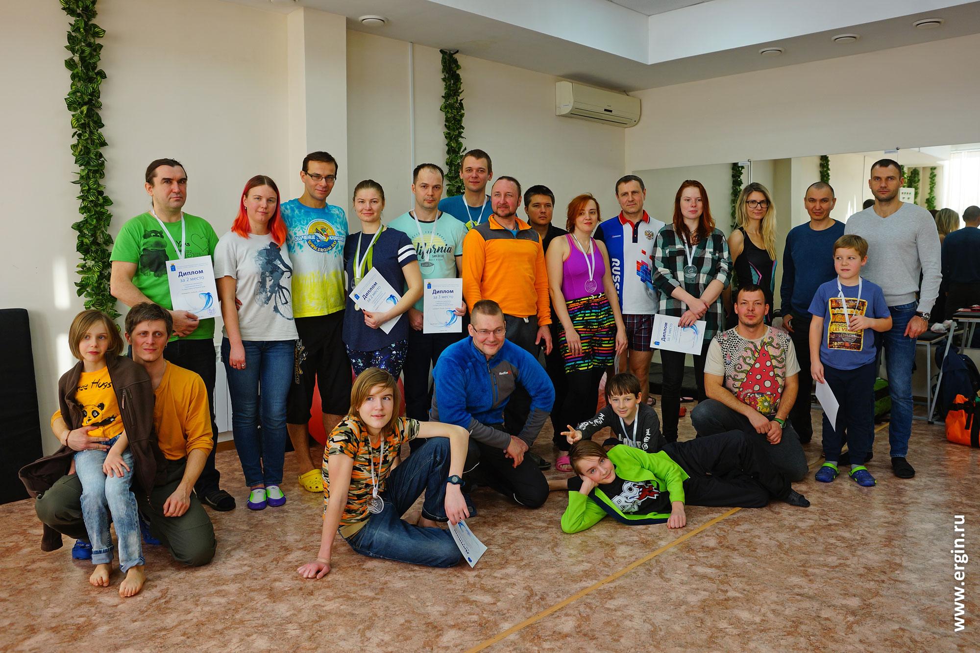 Участники, судьи и зрители Чемпионата Саратовской области по фристайлу на бурной воде