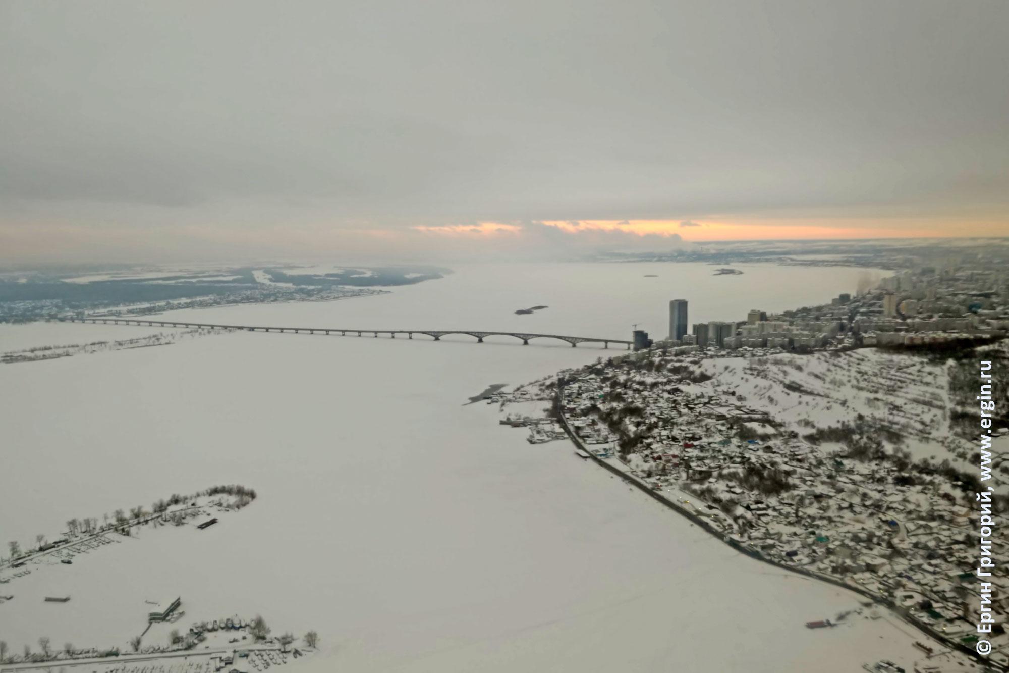 Саратов зима Саратовский мост вид с самолета