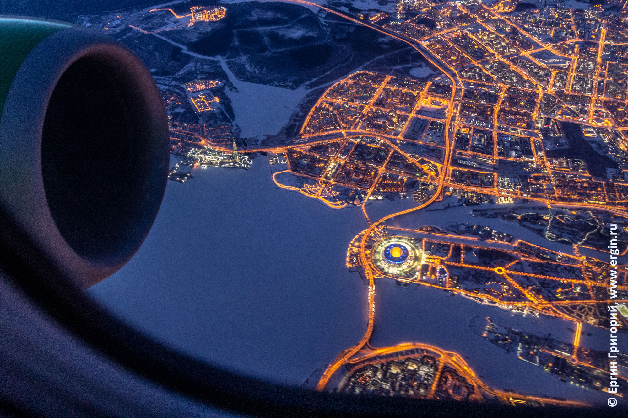 Стадион Санкт-Петербург и башня Газпрома с самолета