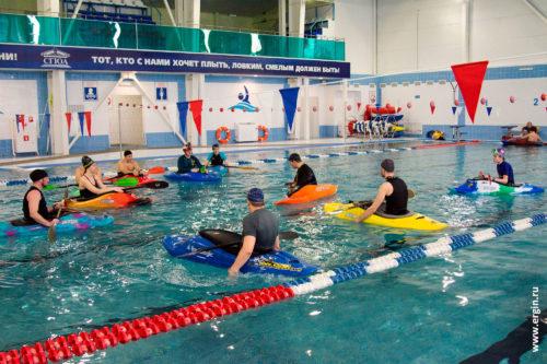 Тренировка каякеров в бассейне