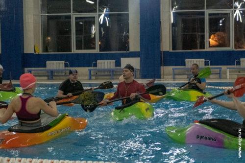 Тренировки по каякингу в Новосибирске в бассейне