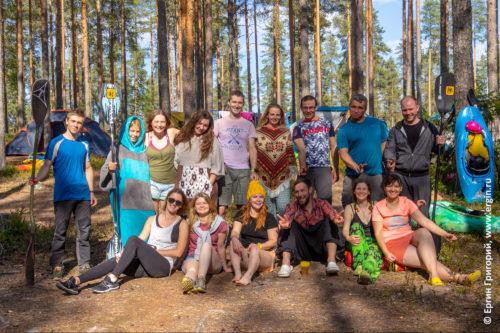 Тренировки по каякингу фристайлу на бурной воде в Лиексе кемпинге Нейтикоски Финляндия
