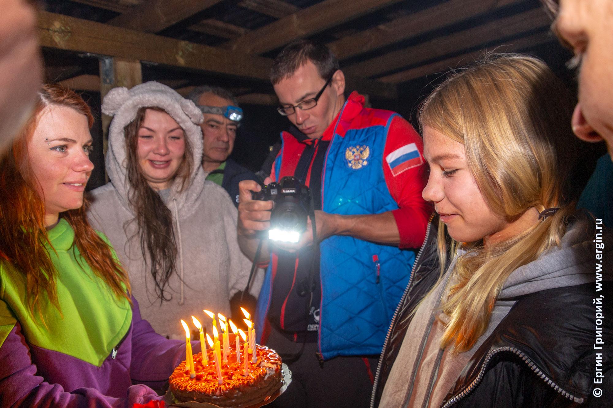 Спортсмены каякеры празднуют день Рождения