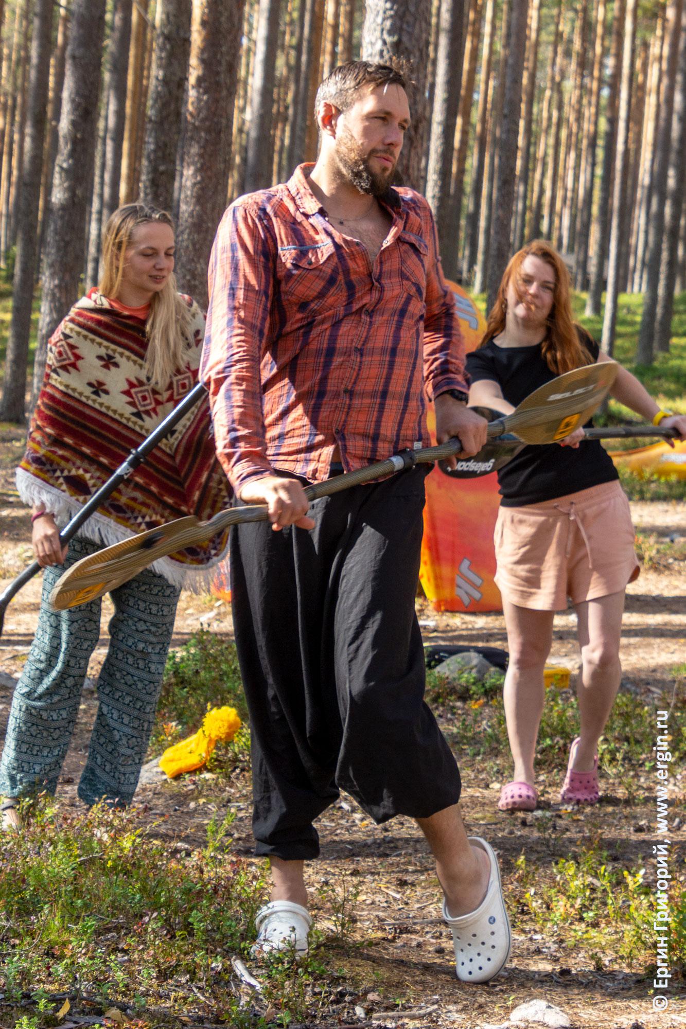 Традиционные каякерские танцы с веслами