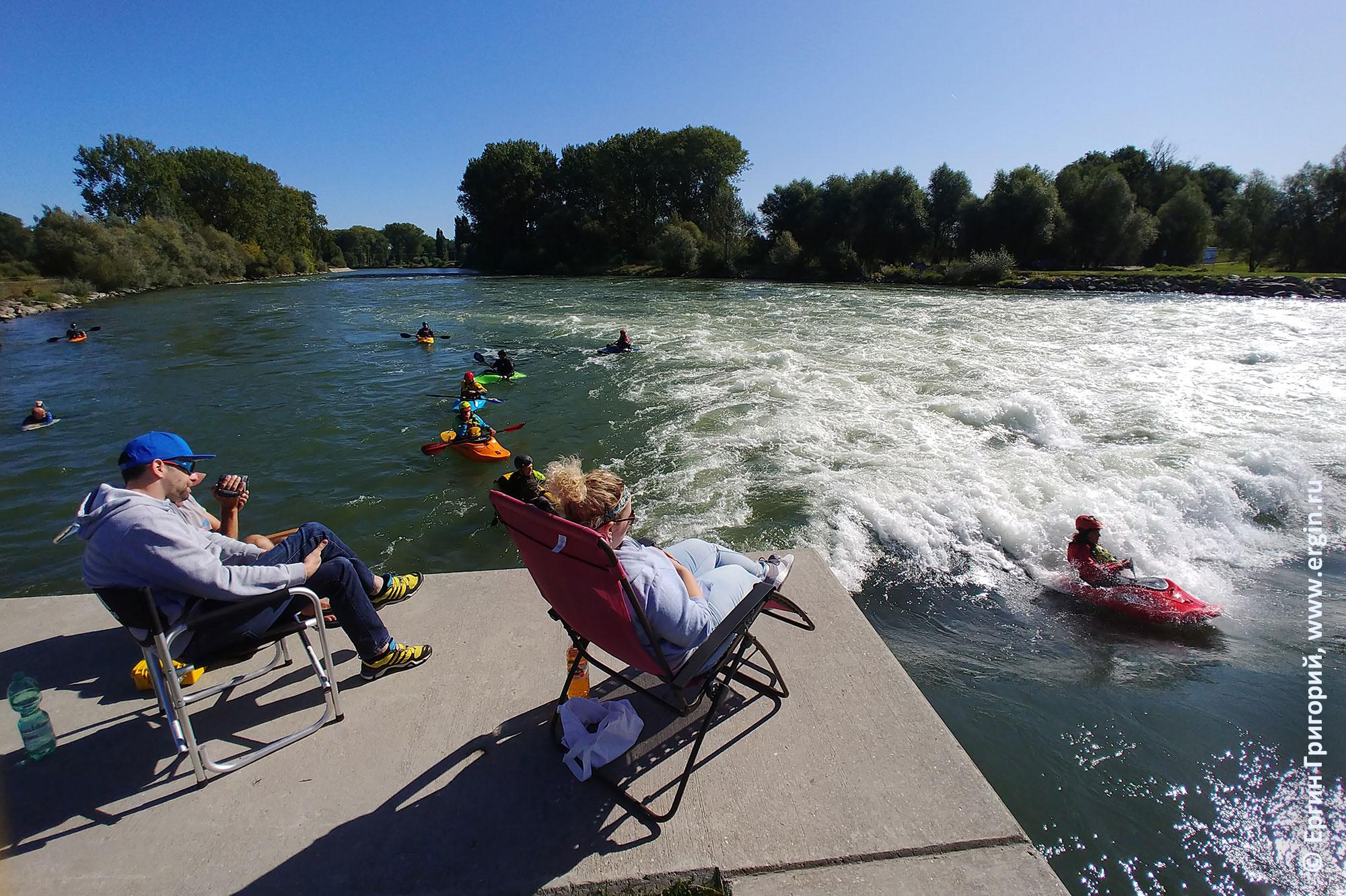 Платтлинг плейспот для фристайл-каякинга на реке Изар