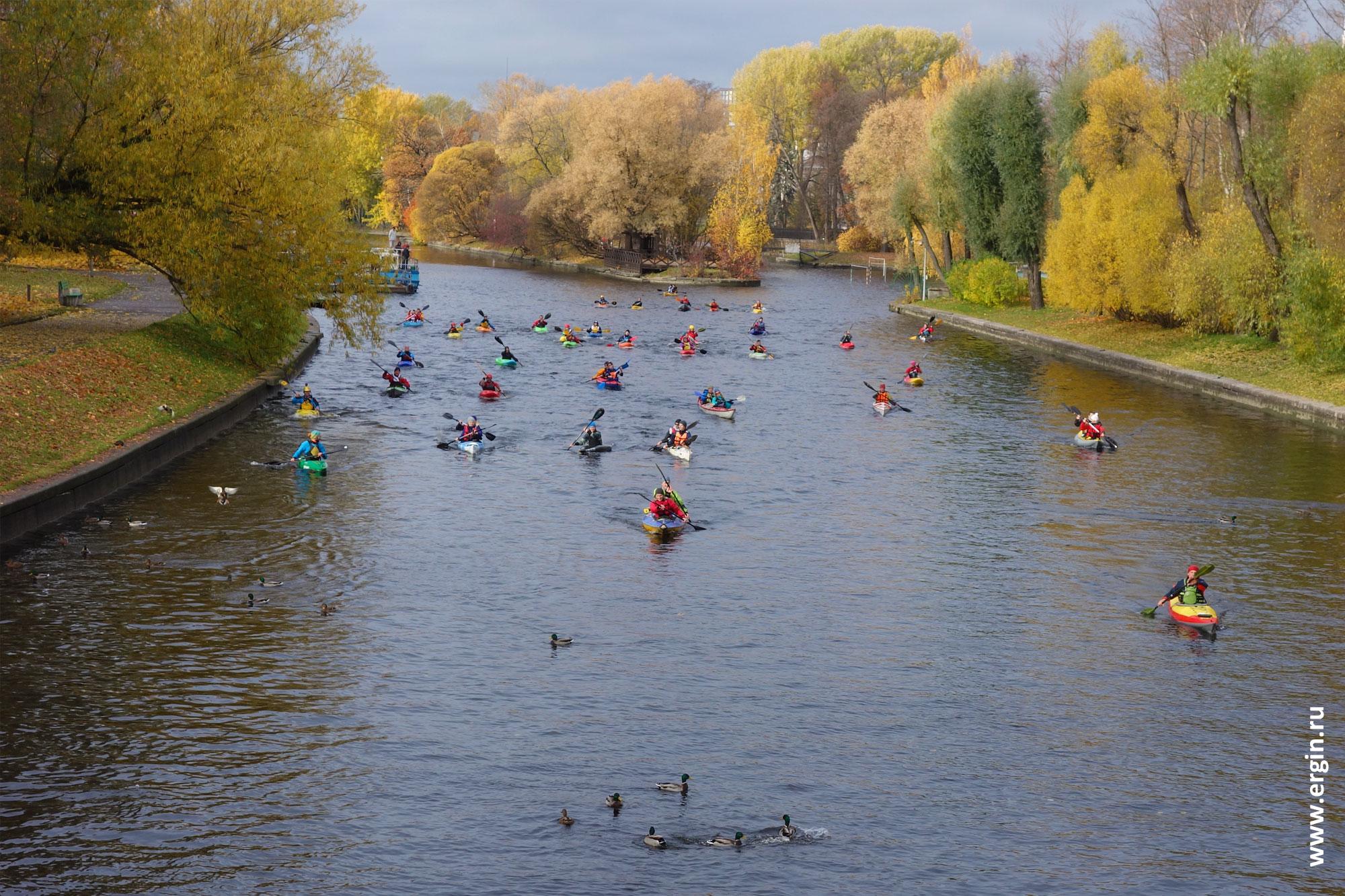 Каякеры на реке Крестовка Санкт-Петербург