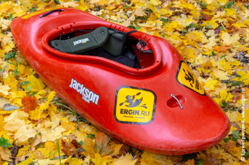 Jackson Kayak All Star 2010 каяк для фристайла осень желтые листья