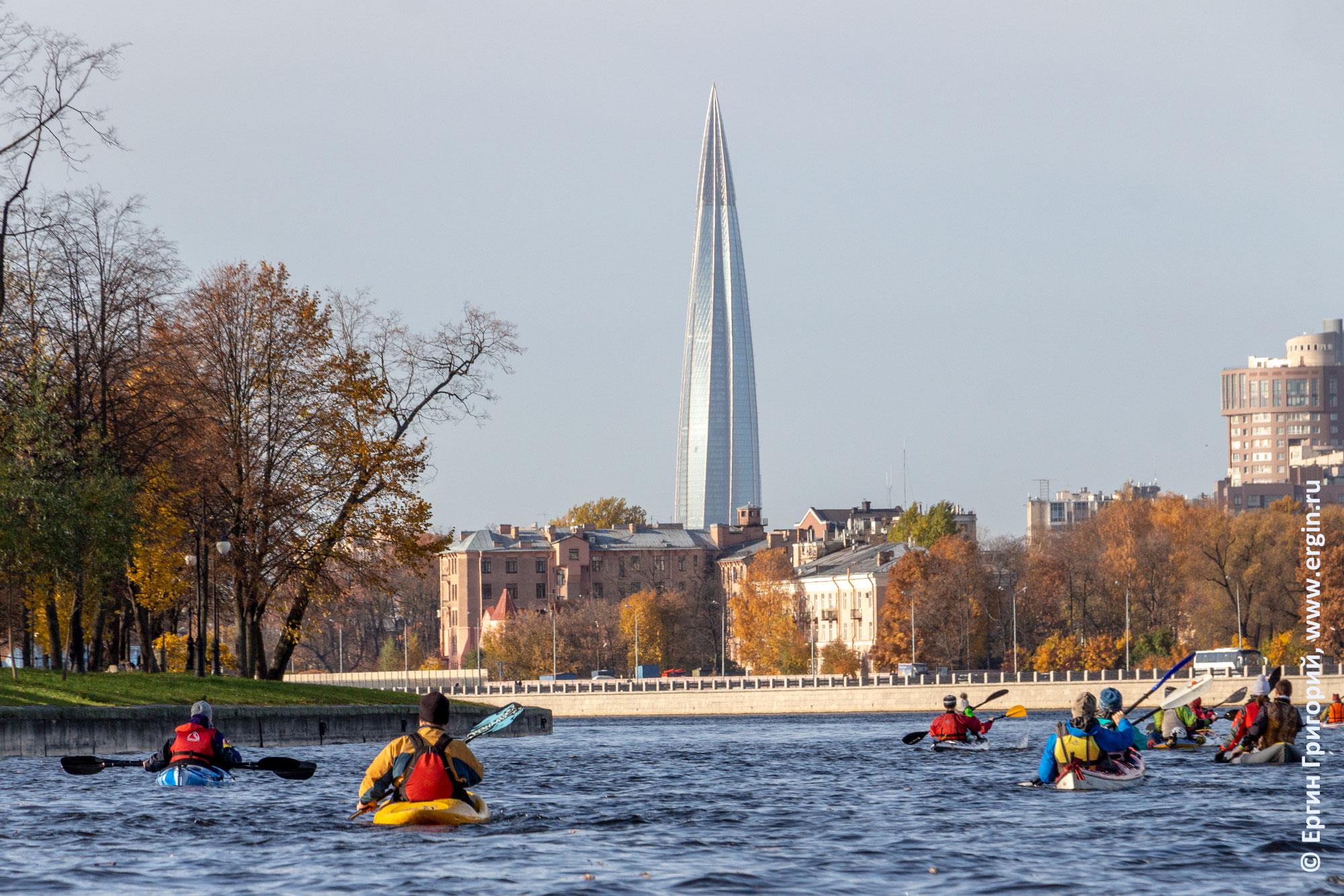 Санкт-Петербург Башня Газпрома и каякеры на Неве