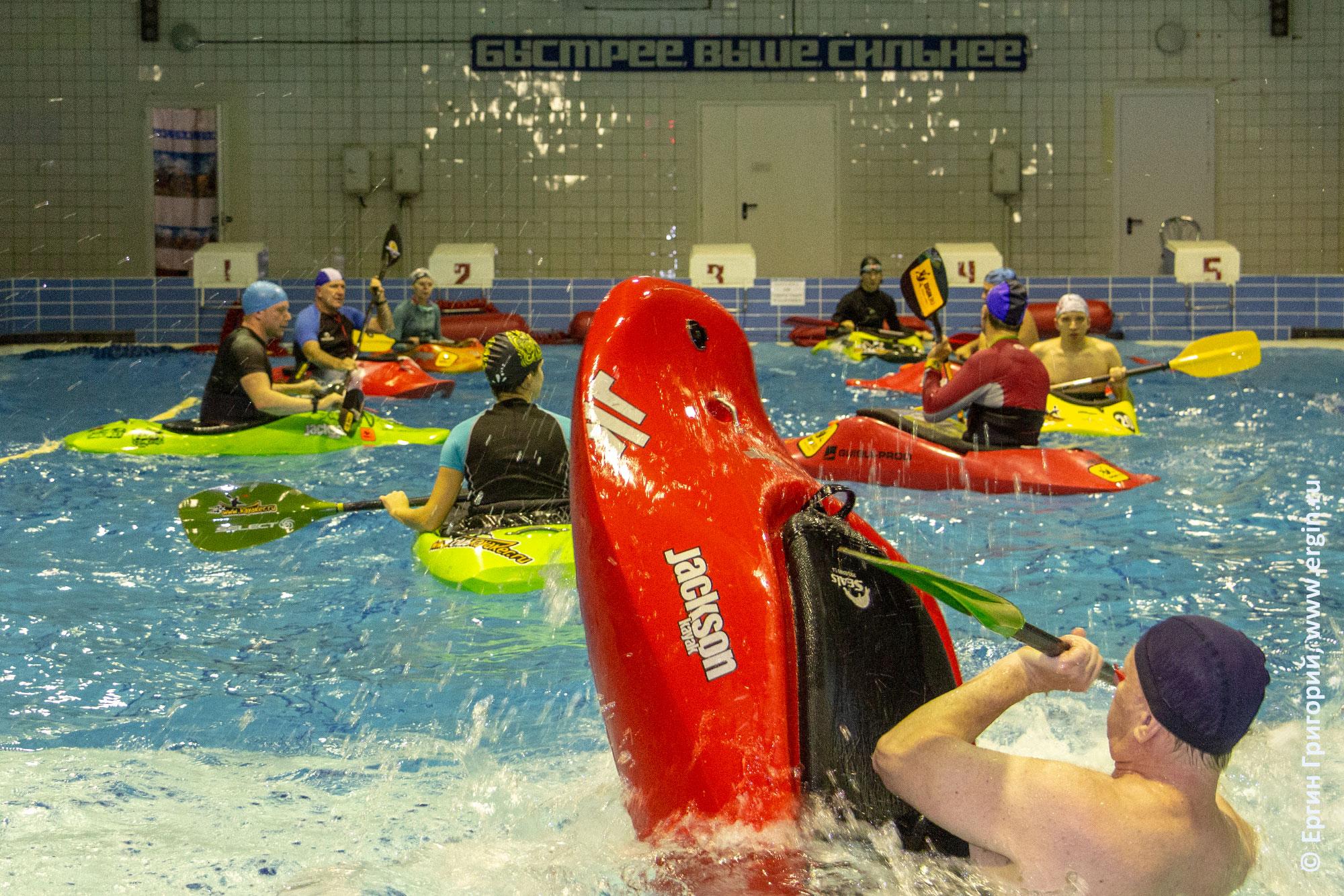 Обучение фристайл-каякингу в бассейне в Санкт-Петербурге