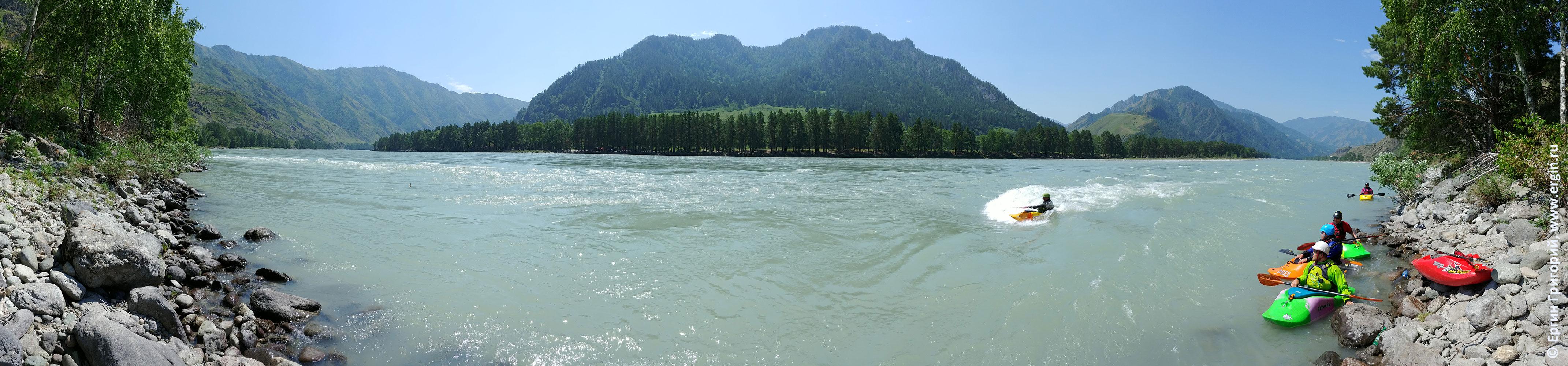 Бийка плейспот на реке Катуни на Алтае для фристайла на бурной воде
