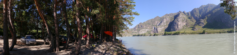 Лагерь каякеров возле реки Катуни на Алтае, недалеко от плейспота Бийка