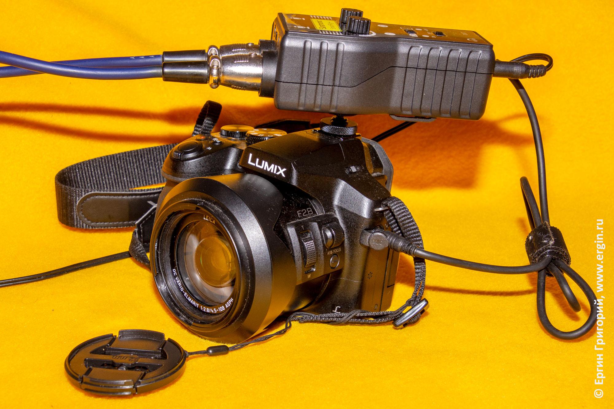 Крепление Saramonic SmartRig+ на горячий башмак фотоаппарата при помощи адаптера и резьбы под штативный винт