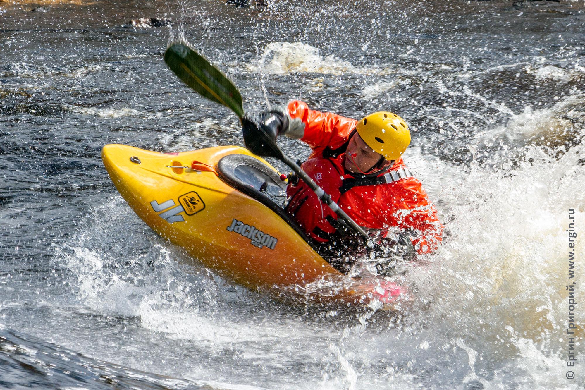 Тренировки по фристайлу на бурной воде в Тивдии